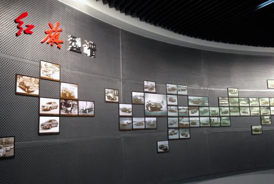 此外,展馆里还展示了大量历史图片,包括工厂流水线作业,国家领导人