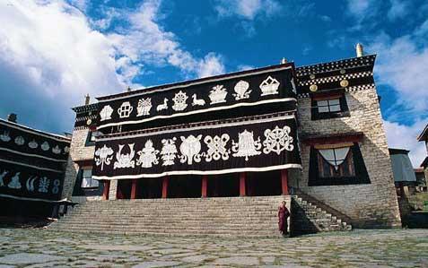 川西:大藏寺里虔诚的祈祷