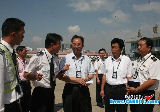 云南机场集团刘明视察昆明机场国庆安保工作