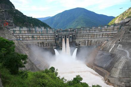 国家重点工程华能小湾水电站投产发电