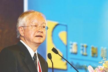 吴敬琏:认为现在没有通胀就可以再发票子是不对的