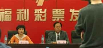 中国第一巨奖得主兑付彩票 领走近3亿元奖金