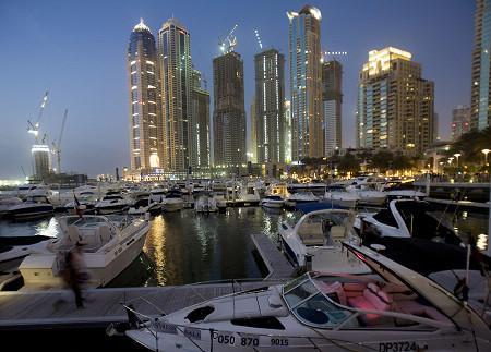 迪拜破茧重生恢复活力 经济模式评判为时尚早