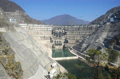 中国水电实现小湾水电站主坝全线封顶