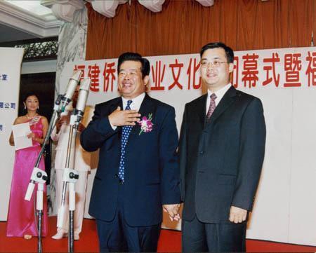 曹德旺曹晖父子向玉树地震捐款1亿元