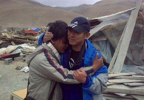 李连杰第一时间捐款 亲赴玉树地震现场救援