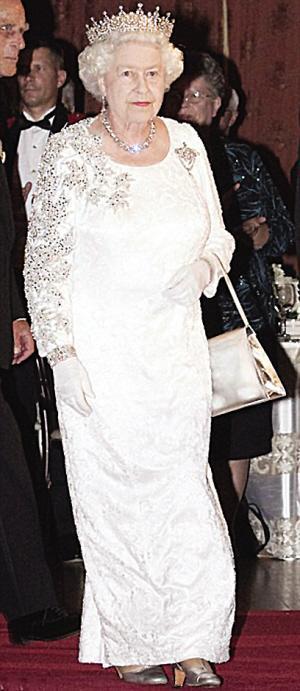 女王遭遇经济危机旧裙新用