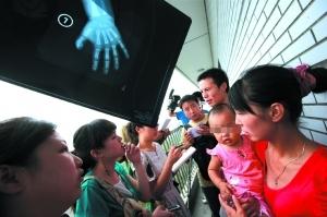 北京一女婴确诊外源性性早熟 家长疑与圣元奶粉有关