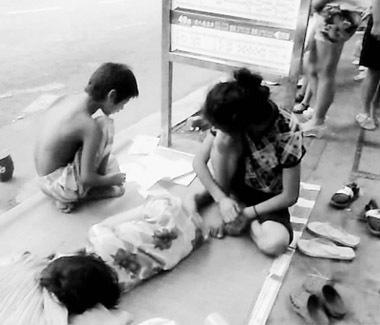 女乞丐常买彩票 辜负好心人还是人人都有梦想