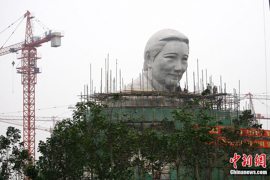 河南宋基金会修24米高巨型雕像 资金来源成谜