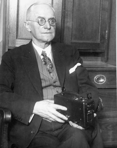 相机背后的乔治·伊士曼