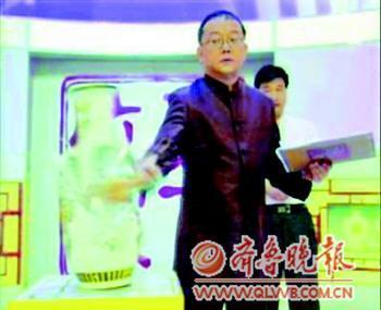 王刚鉴宝节目被指砸坏文物 评委指证专家缺常识