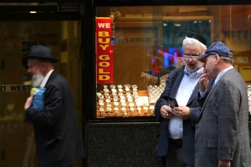 黄金价格徘徊于近四个月高点 关注本周全球央行年会