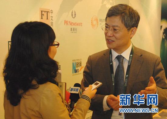 专访张宇燕:加速产业升级应对海外热钱冲击