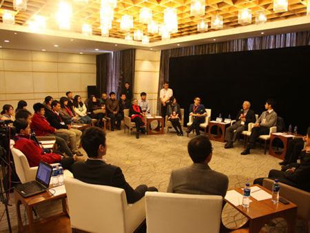 吴敬琏:中国不能再走新加坡式威权主义道路