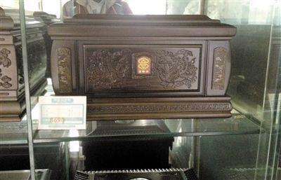 骨灰盒暴利内幕:19个骨灰盒进价7千多卖10万