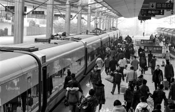 原铁道部人士:18个铁路局整合或延至明年启动