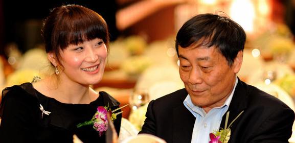 宗庆后谈女儿接班:如果她出了问题 我会去帮她擦屁股