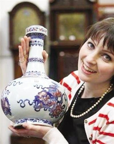 乾隆年间花瓶底部遭钻孔 本值50万英镑却只卖5万