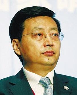 农行原副行长杨琨被曝为人处世傲慢 嚼口香糖参加会议