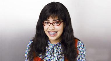 凭热爆美国电视剧《丑女贝蒂》走红的拉丁女星亚美莉