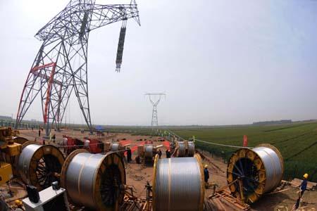 国家电网公司特高压直流输电的两项工程也正在按规划