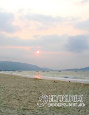 炎炎夏日 我们去海边戏水