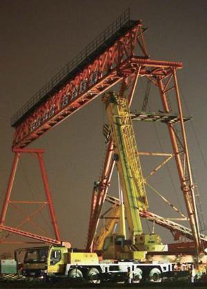 上海:京沪高铁工地塔吊倒塌致4死2伤