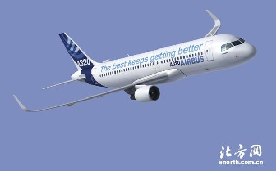 A320飞机模拟图。 民航资源网2009年11月19日消息:记者从空中客车中国公司获悉,截至目前,该公司已经交付了9架由空客天津总装厂完成总装的A320系列飞机。按照计划,空中客车公司将于2009年交付11架天津总装A320系列飞机。空中客车公司每年投入1亿多欧元,用于A320系列飞机的技术改进。 空中客车A320系列飞机是全球最畅销的单通道飞机,全球总订单数已超过9300多架,现役飞机5600多架。在中国,共有12家用户运营着438架A320系列飞机。空中客车天津总装线是继法国图卢兹和德国汉堡之后的第三