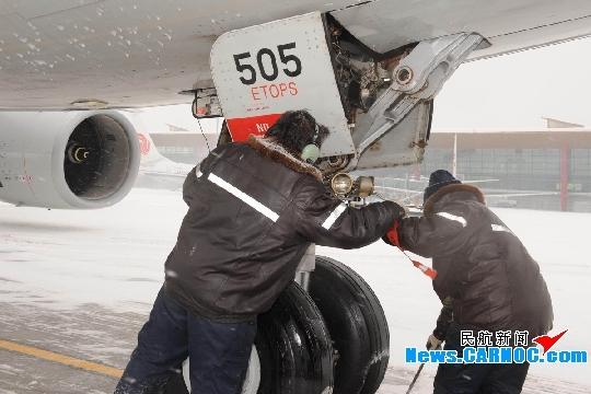 北京飞机维修工程公司有序应对新年首场大雪