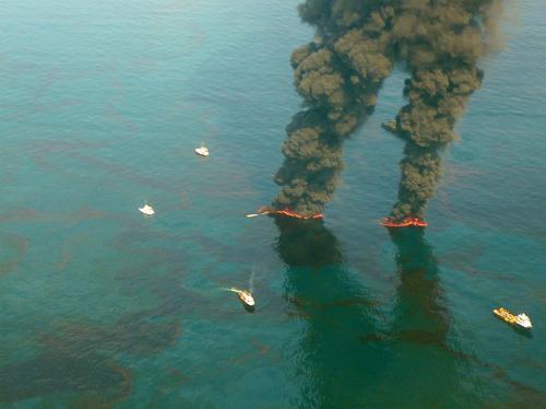 英国石油公司灭顶法封堵墨西哥湾漏油失败