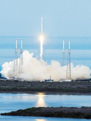 """美国航天局计划在航天飞机退役后利用""""龙""""系列运送货"""