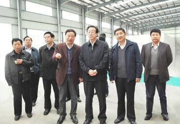 财经     (右三),驻马店市委书记化有勋(左三),驻马店市长刘国庆(右二