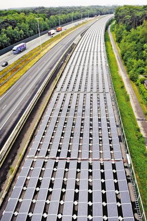 """高铁也用太阳能""""环保铁路""""诞生"""