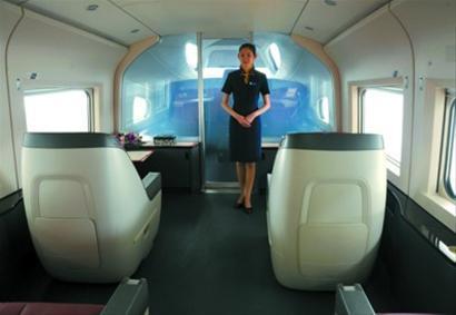 专家评估京沪高铁:时速350公里水不晃 超速会报警