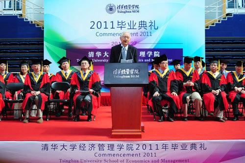 吴敬琏教授作毕业演讲-吴敬琏在清华经管强调 放弃政府主导市场经济