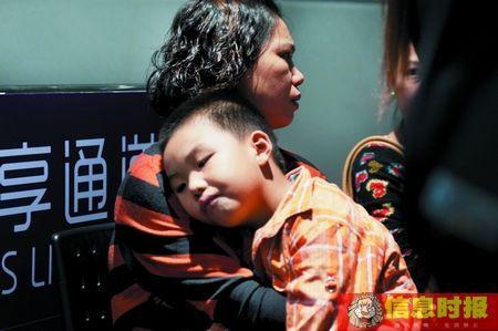 广州塔奥的斯电梯故障急停 40人被困62层1小时(图)