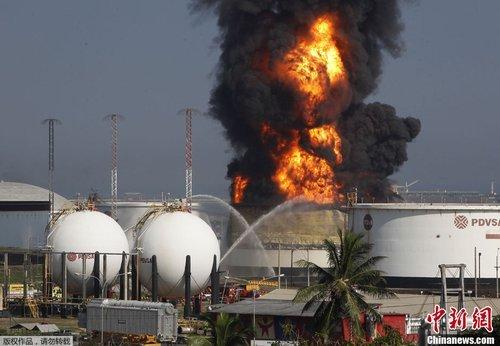 闪电降价只凤凰资讯_委内瑞拉炼油厂被闪电击中发生大火_财经_凤凰网