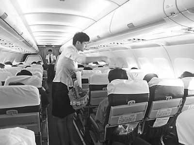 通过改装,春秋航空飞机的座位数量增加到180座,比国内一般客机多26个