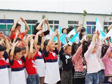 贝因美和512灾区儿童一起活动