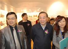 贝因美创始人谢宏陪同嘉宾参观